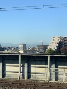 新幹線の途中みえる富士山